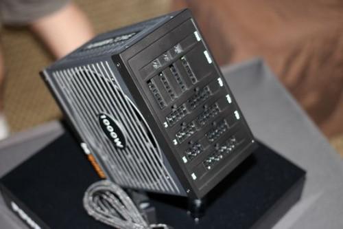 computex-2013-be-quiet-power-zone-bloc-entierement-modulaire-1[1]