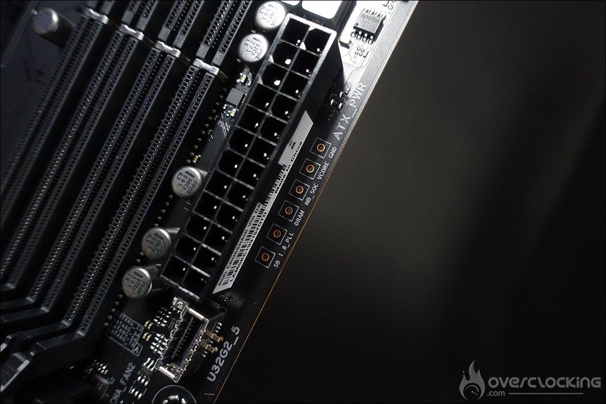 Outils sur le PCB de l'Asus Crosshair VIII Dark Hero