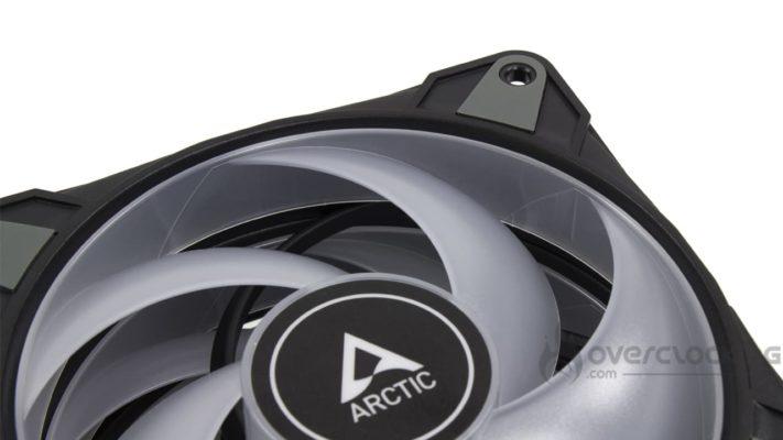 Arctic P12 PWM PST RGB pâle