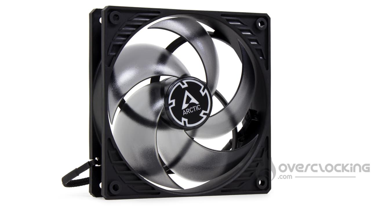 Arctic Freezer 34 ventilateur